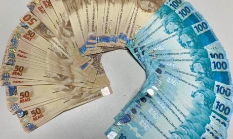As cédulas de R$ 100 e 50 foram adquiridas pela Internet