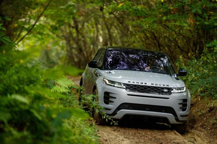 O modelo passará a oferecer duas versões com motor flex turbo de alto desempenho (Foto: Divulgação/Jaguar Land Rover)