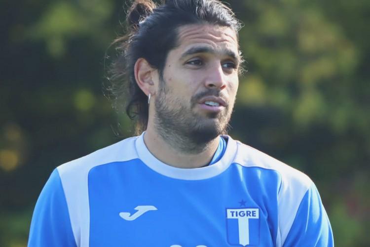 Pablo Magnín tem dez gols em nove jogos na segunda divisão do futebol argentino  (Foto: Reprodução/Twitter/C.A.Tigre)