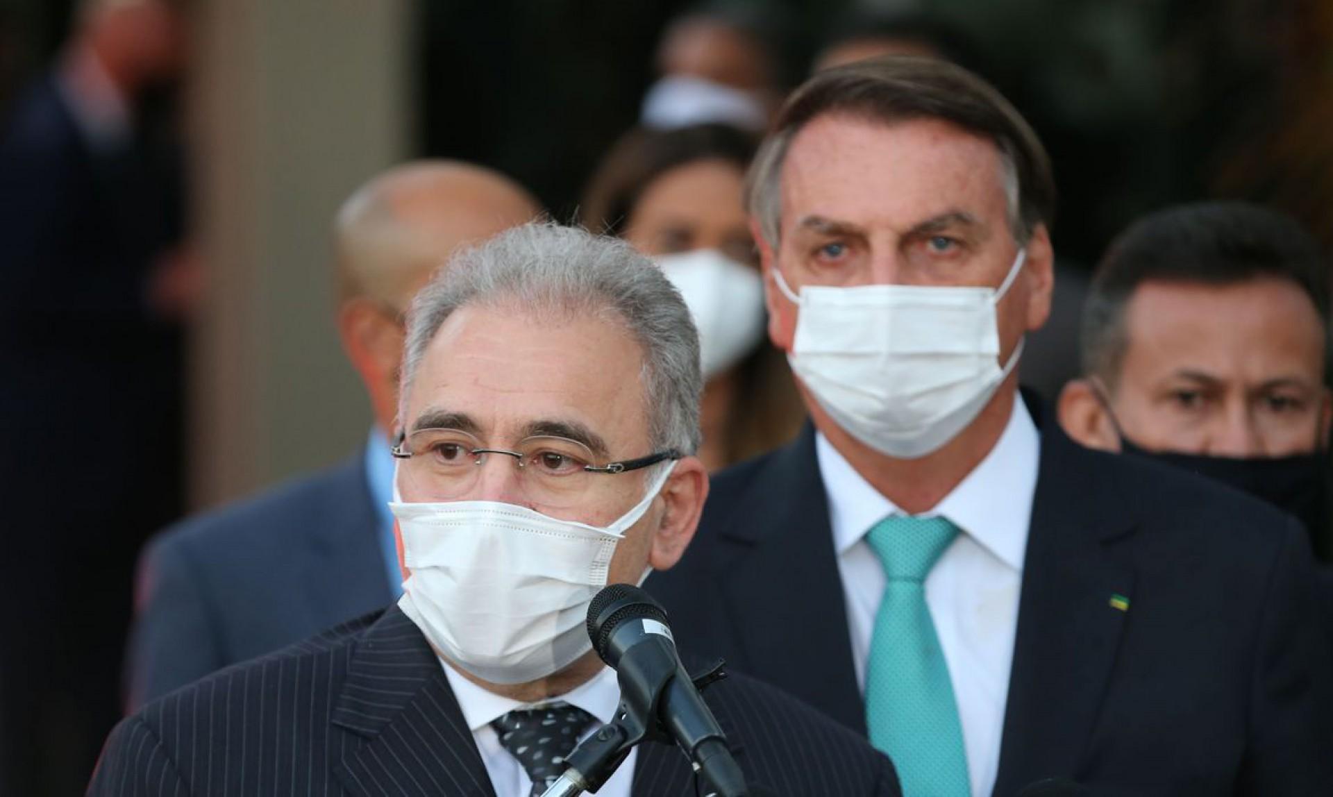 Queiroga e Bolsonaro: decisão drástica com bases frágeis (Foto: Fabio Rodrigues Pozzebom/Agência Brasil)
