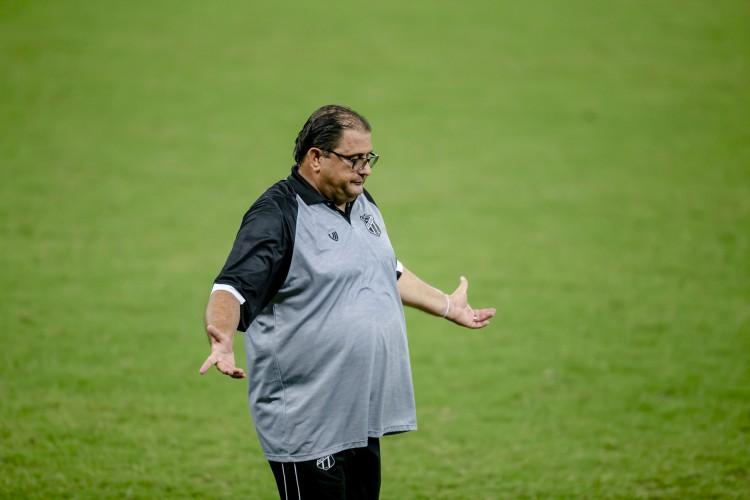 Guto Ferreira afirmou que Santos foi mais competente que o Ceará, por isso saiu com a vitória  (Foto: Aurelio Alves/O POVO)