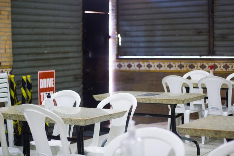 Restaurantes estão enfrentando queda de faturamento por causa da baixa movimentação de clientes nesta retomada das atividades de 2021. (Foto: Fernanda Barros)