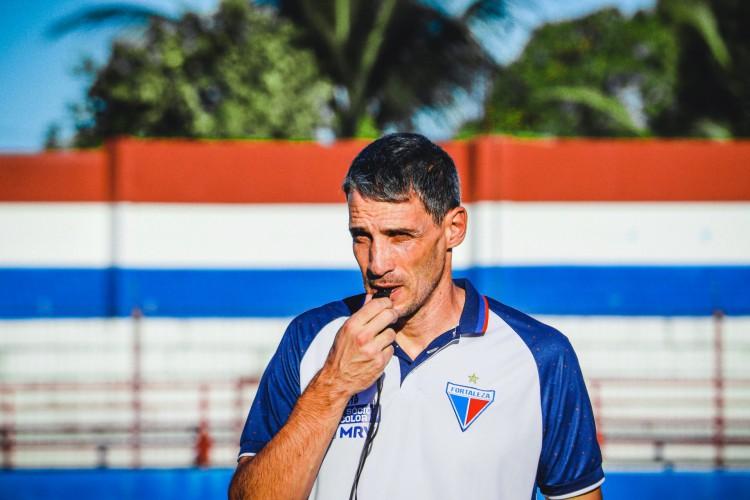 Técnico Juan Pablo Vojvoda em treino do Fortaleza no Centro de Excelência Alcides Santos, no Pici (Foto: Karim Georges/Fortaleza EC)