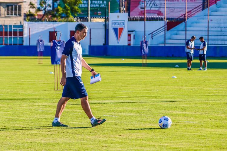 Técnico Juan Pablo Vojvoda em treino do Fortaleza no Centro de Excelência Alcides Santos, no Pici, onde mora  (Foto: Karim Georges/Fortaleza EC)