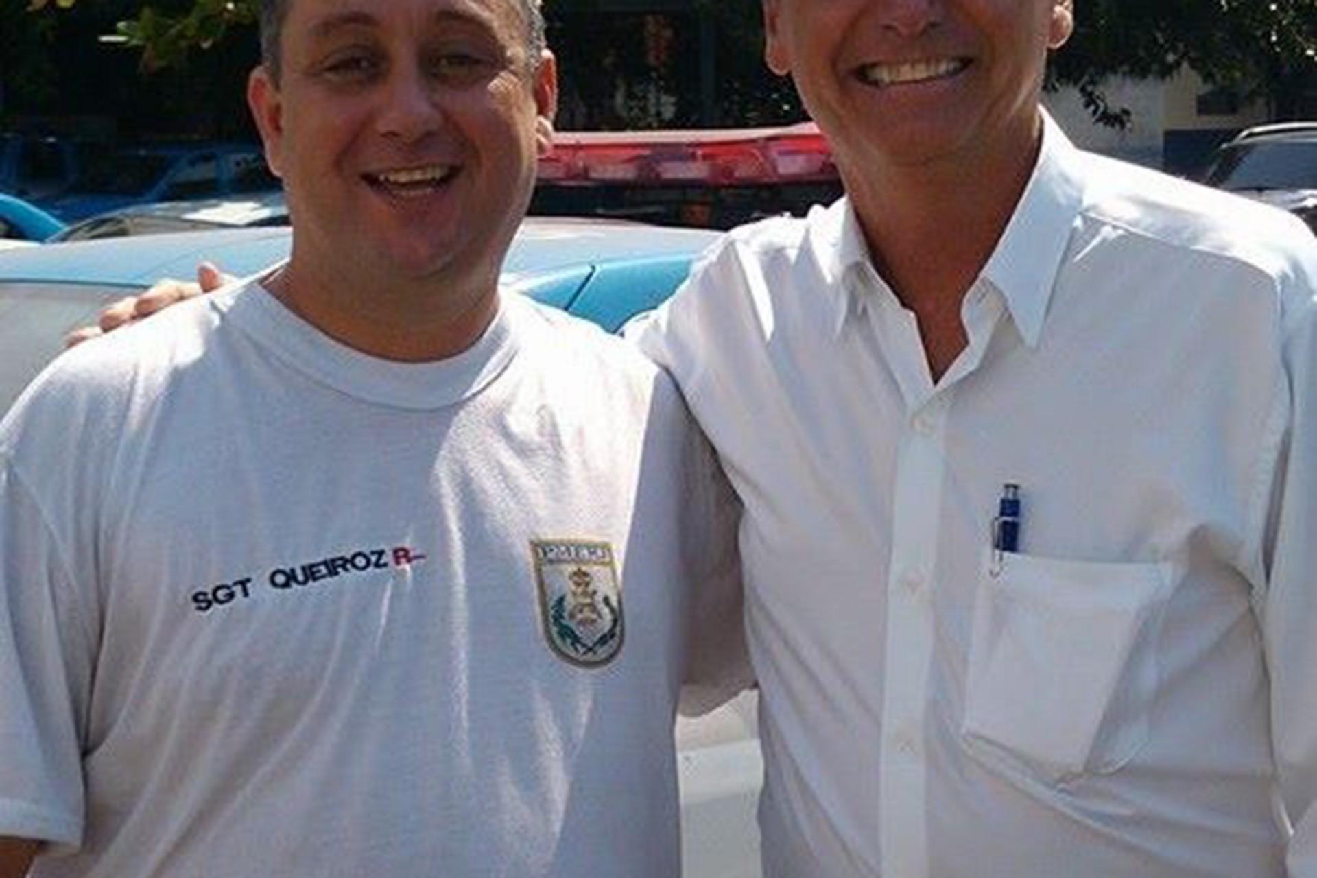 Bolsonaro ao lado do ex-PM Élcio Queiroz