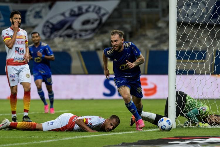Bruno José comemora gol no jogo Cruzeiro x Juazeirense-BA, no Mineirão, pela Copa do Brasil (Foto: Gustavo Aleixo/Cruzeiro)