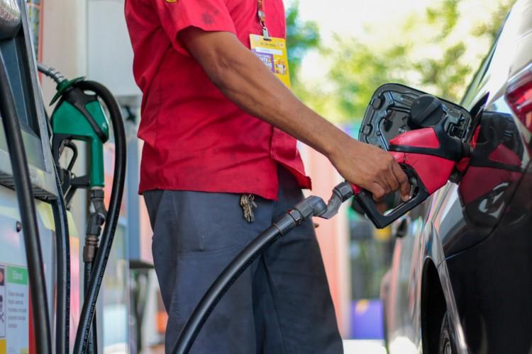 Valor dos combustíveis continua em disparada no Ceará. Gasolina e diesel preocupam motoristas. Gás de cozinha é o que acumula maior alta nas últimas quatro semanas. (Foto: BARBARA MOIRA)