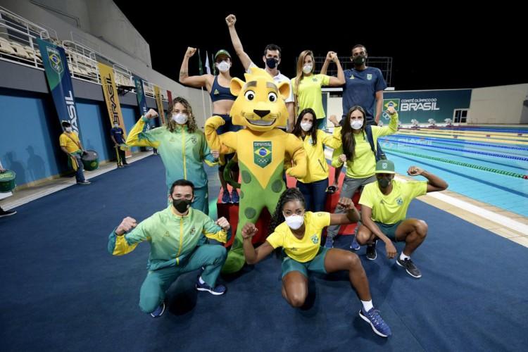 Atletas do Time Brasil apresentam uniformes para os Jogos Olímpicos de Tóquio (Foto: Divulgação/COB)