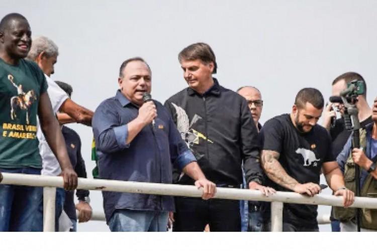 General Pazuello participou de manifestação política com Bolsonaro (Foto: REPRODUÇÃO)