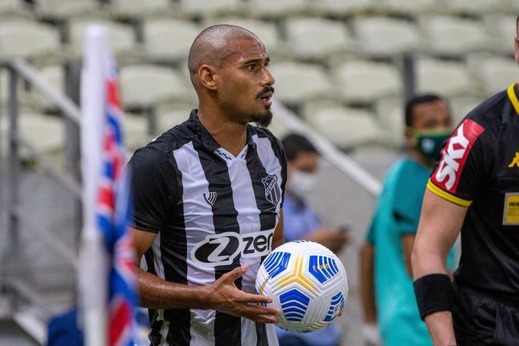 Lateral-direito Gabriel Dias voltará a ser relacionado pelo técnico Guto Ferreira para enfrentar a Chapecoense (Foto: Felipe Santos/cearasc.com)