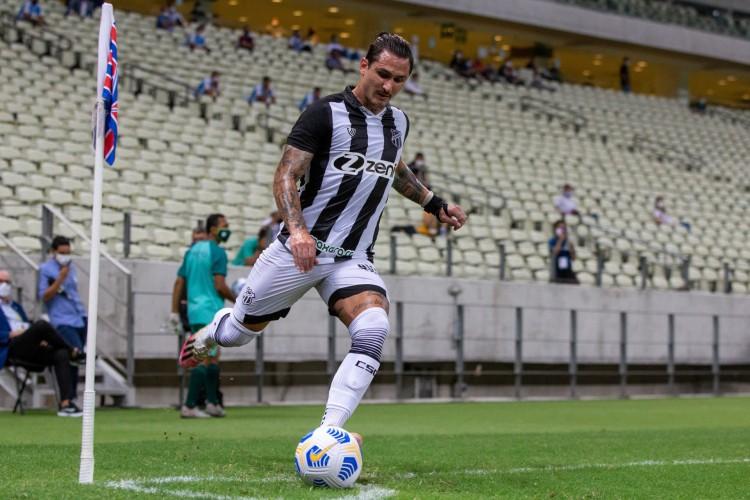 Vina tem18 jogos pelo Ceará na temporada de 2021 (Foto: Felipe Santos/cearasc.com)