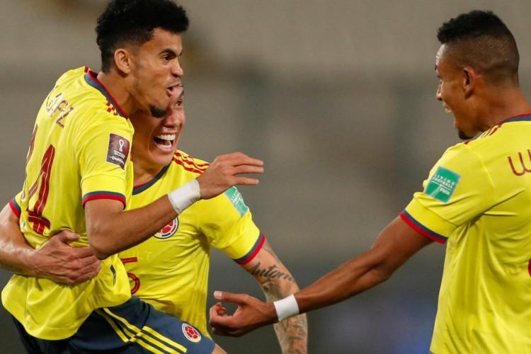 A Colômbia fez valer o favoritismo e venceu o Peru por 3 a 0 (Foto: Paolo Aguilar / POOL / AFP)