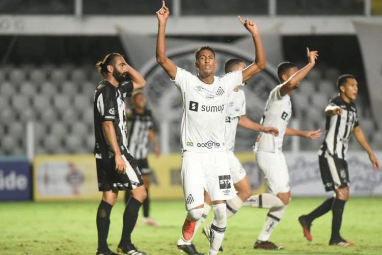Santos recebe o Ceará hoje em jogo pelo Campeonato Brasileiro; veja onde assistir ao vivo à transmissão, provável escalação, horário e arbitragem (Foto: Ivan Storti/ Santos FC)