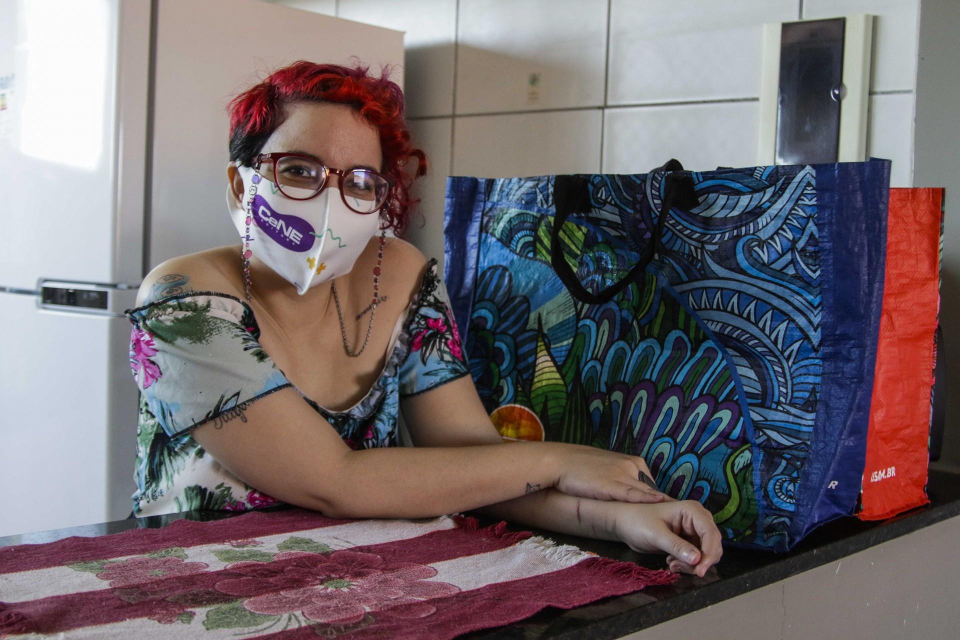 Rebecca Cunha, revisora freelancer, 31, sente no dia a dia a alta de vários produtos