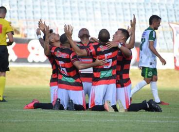 Jogadores do Guarany de Sobral comemorando.
