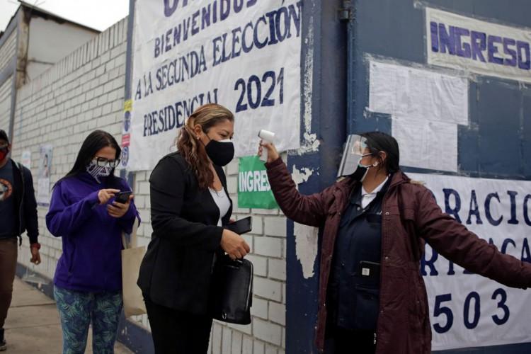 Peruanos voltam às urnas para decidir futuro presidente (Foto: )