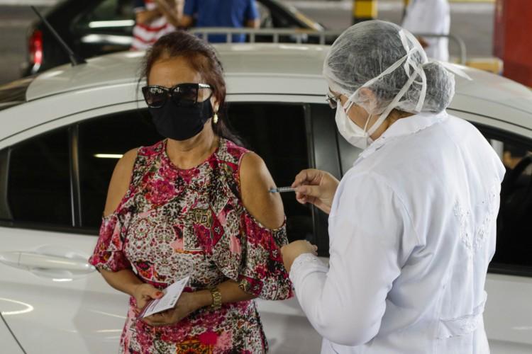Multirão da fase 4 e repescagem da fase 3 de vacinação no Castelão e Centro de Eventos deste domingo, 6 de junho. (Thais Mesquita/OPOVO) (Foto: Thais Mesquita)