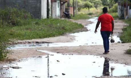 Moradores de Horizonte reclamam de rua alagada. Rua Joaquim Lemos, Lagoinha