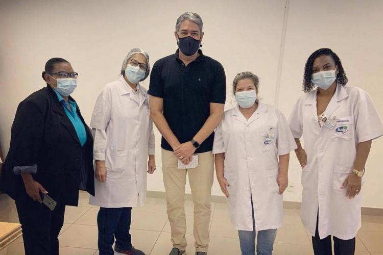 William Bonner durante vacinação contra a Covid-19 (Foto: Reprodução/Instagram)