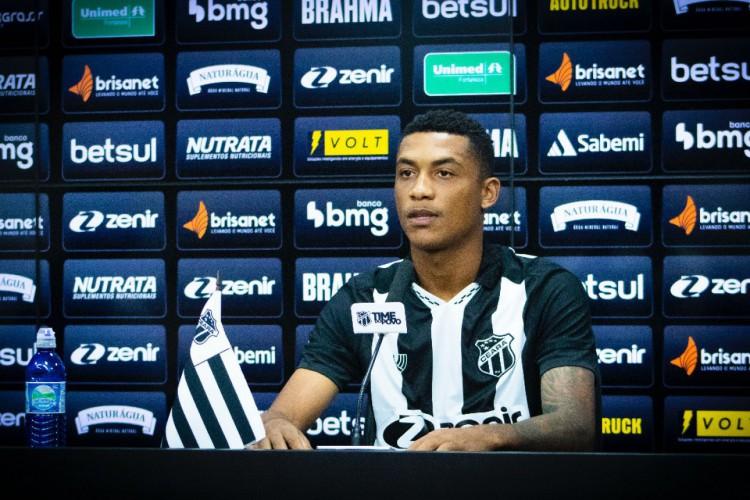 O atacante Wendson foi apresentado oficialmente no Ceará (Foto: Marcelo Vidal/cearasc.com)