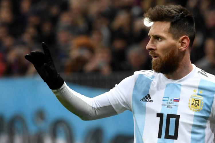 Colômbia e Argentina duelam hoje em partida pelas eliminatórias da Copa do Mundo; veja onde assistir ao vivo à transmissão do jogo, provável escalação, horário e arbitragem (Foto: AFP)