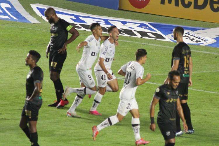Santos recebe o Cianorte hoje em jogo pela Copa do Brasil; veja onde assistir ao vivo à transmissão, provável escalação, horário e arbitragem (Foto: Fernanda Luz/AE)
