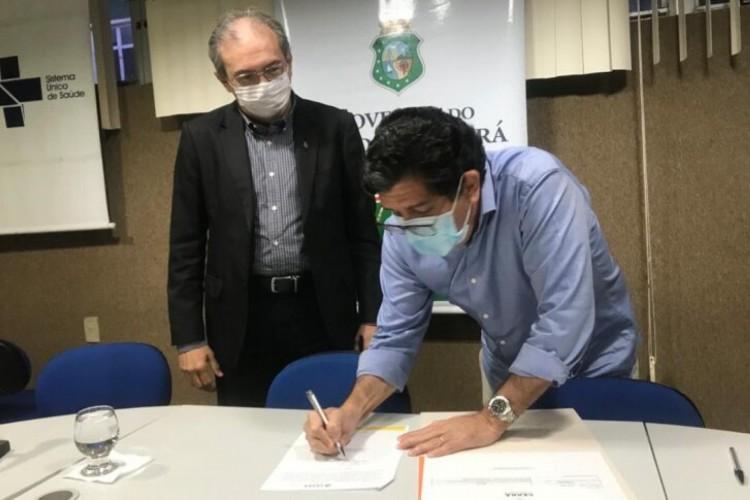 O termo foi assinada pelo secretário Dr. Cabeto  (Foto: Sesa/Reprodução )