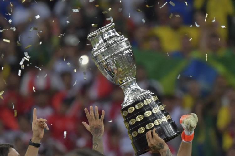 Taça da Copa América. A competição será realizada em 2021 no Brasil (Foto: Luis Acosta / AFP)
