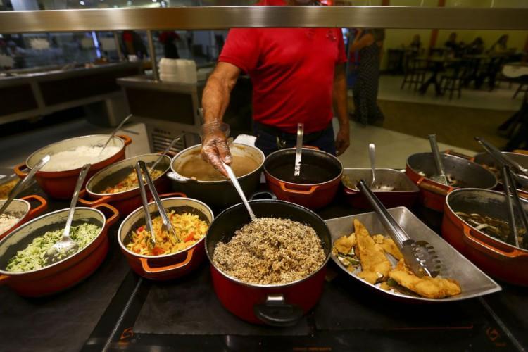 Comida servida em restaurante em Brasília. (Foto: Marcelo Camargo/Agência Brasil)