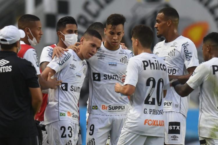 Jogadores do Santos comemoram gol de Marcos Guilherme no jogo Santos x Cianorte, na Vila Belmiro, pela Copa do Brasil (Foto: Ivan Storti/Santos FC)