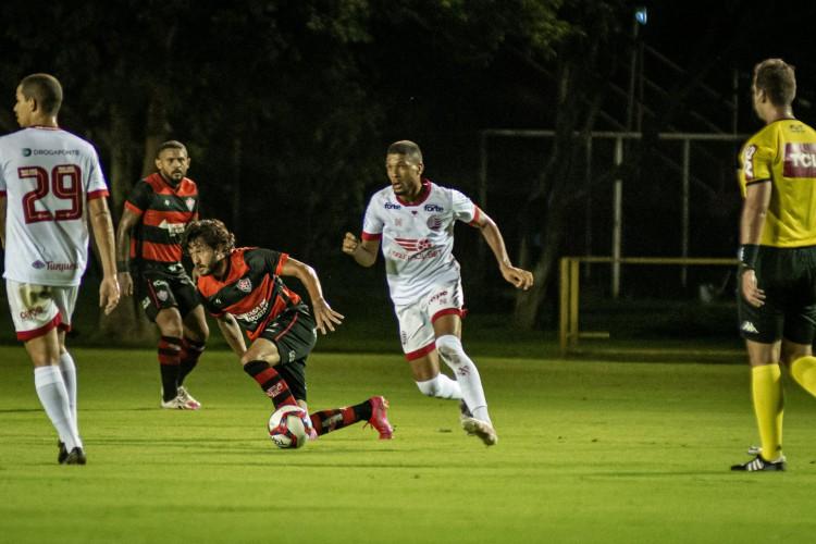 O Náutico bateu o Vitória no Barradão e mantém o 100% na Série B (Foto: Pietro Cerpi / Vitória)