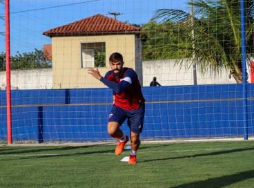 Meia Matheus Vargas em treino do Fortaleza no CT Ribamar Bezerra, em Maracanaú