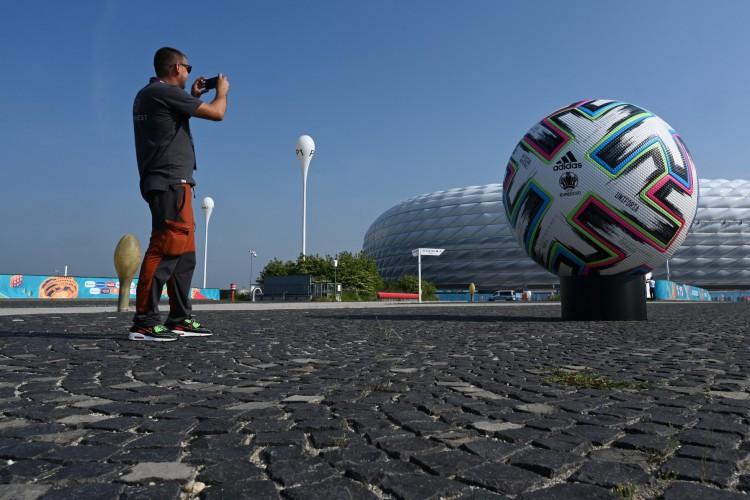 Entre os jogos de hoje, sexta, 11 de junho, destaque para Turquia x Itália, pela primeira rodada da Eurocopa (Foto: Christof STACHE / AFP)