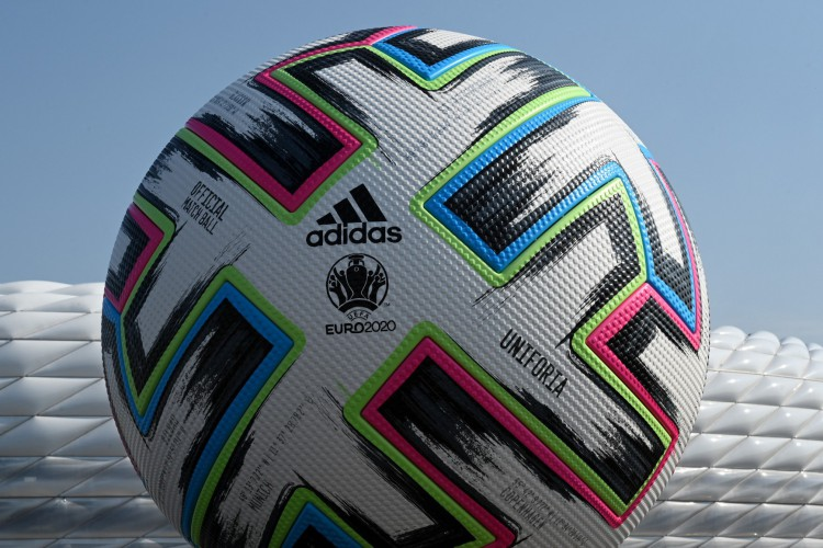 Eurocopa terá duração de um mês: de 11 de junho a 11 de julho (Foto: Christof STACHE / AFP)