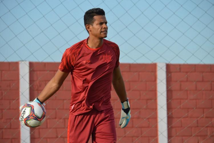 Goleiro Diogo Silva foi herói da classificação do CRB sobre o Palmeiras (Foto: Maxwell Oliveira/Ascom CRB)
