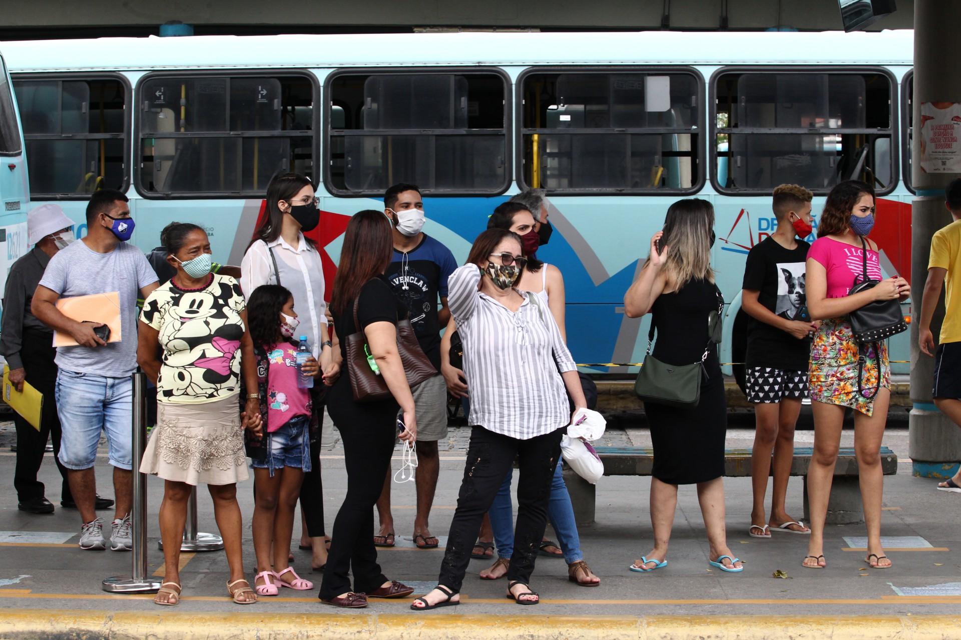 FORTALEZA,CE, BRASIL, 09.06.2021: Segundo dia da greve dos motoristas de ônibus. Terminal Parangaba.  (Fotos: Fabio Lima/O POVO).
