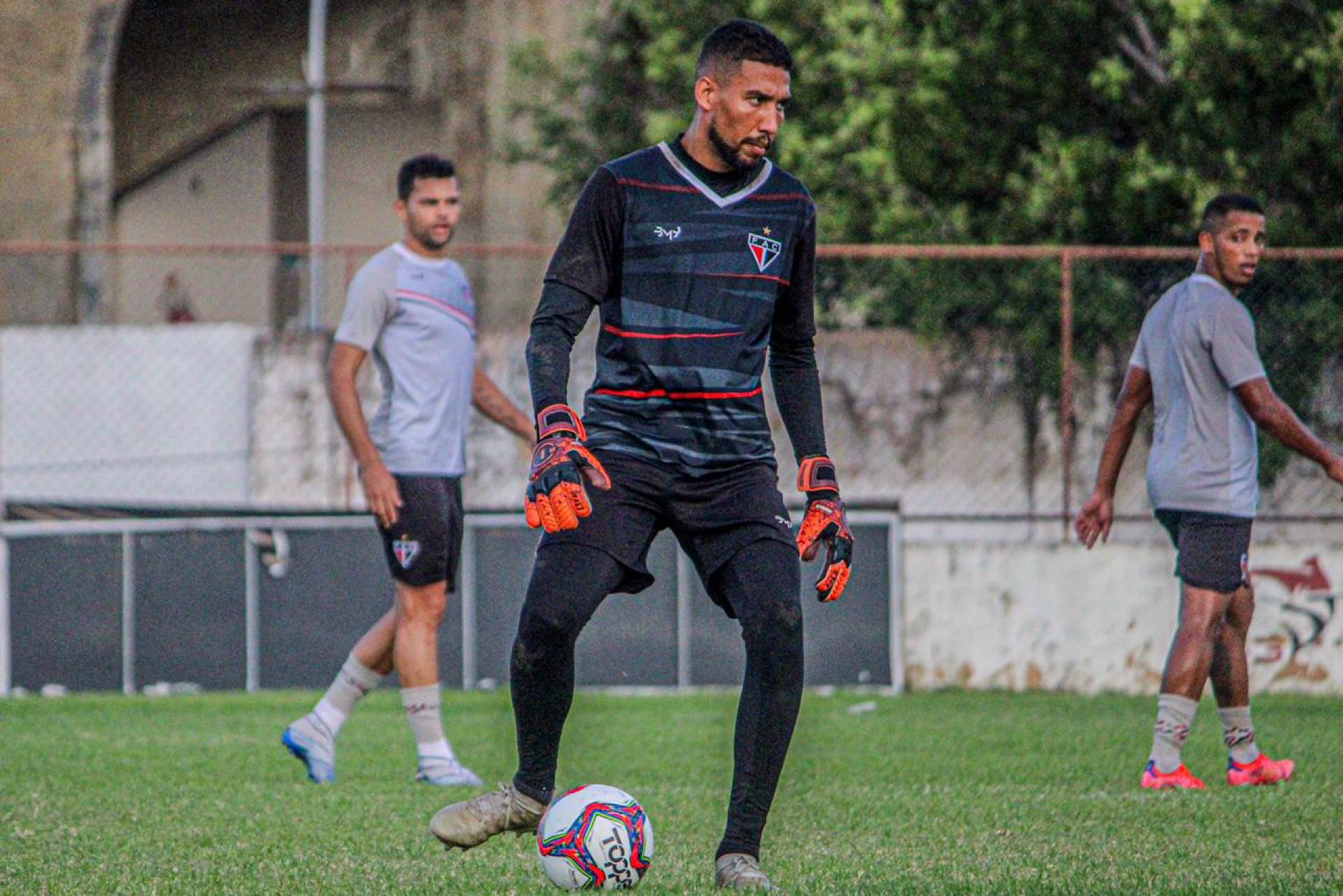 Rafael, goleiro do Ferroviário, em preparação para o jogo contra o Santa Cruz-PE, pela Série C 2021