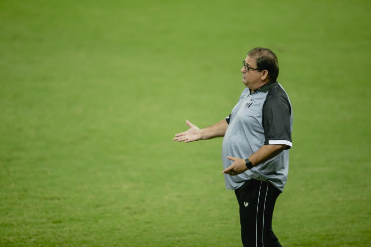 Guto Ferreira vive momento contestado no Ceará por causa das eliminações na temporada 2021 (Foto: Aurelio Alves)