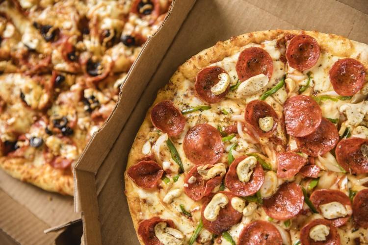 Assinantes O POVO Mais ganham desconto de 40% nas pizzas da Domino's (Foto: Divulgação/ Domino's)