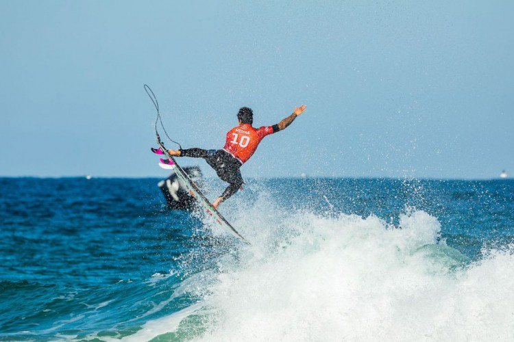 NARRABEEN, AUS - APRIL 19: Two-time WSL Champion Gabriel Medina of Brazil surfing in Heat 3 of Round 4 of the Rip Curl Narrabeen Classic presented by Corona on April 19, 2021 in Narrabeen, Australia. (Photo by Cait Miers/World Surf League via Getty Images) (Foto: Cait Miers)