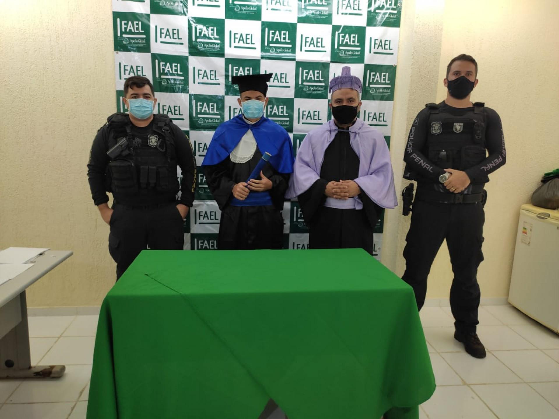 Além de Kayo, outros 12 internos da unidade estão cadastrados em aulas no ensino superior