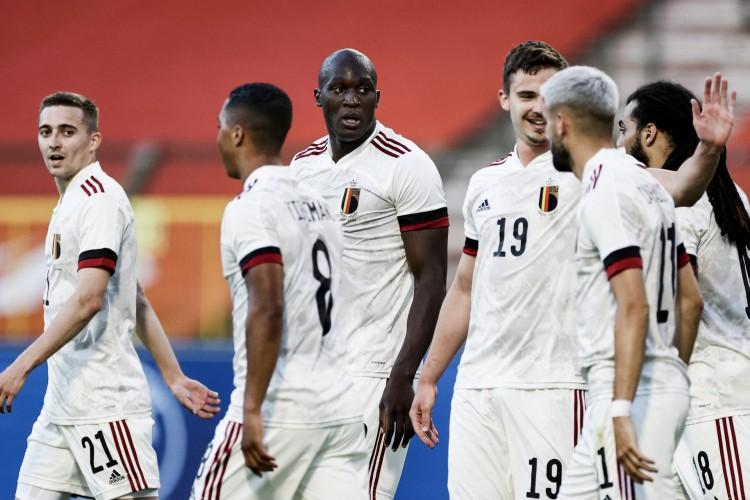 Entre os jogos de hoje, sábado, 12 de junho, Bélgica enfrenta Rússia pela primeira rodada da Eurocopa; veja como assistir ao vivo à transmissão (Foto: Kenzo TRIBOUILLARD / AFP)