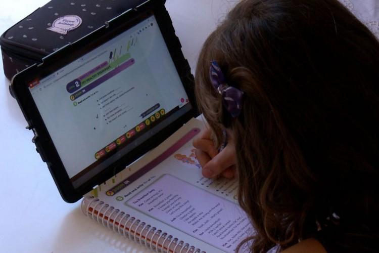 A pandemia revelou a desigualdade de acesso à internet (Foto: Caminhos da Reportagem/TV Brasil)