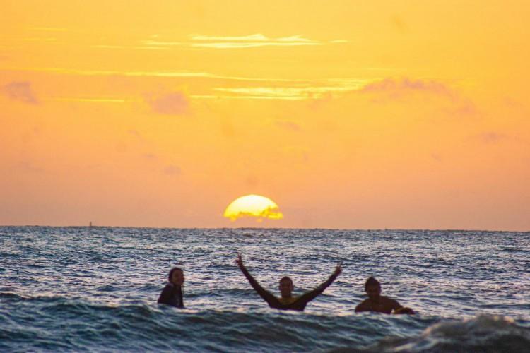 A Praia da Leste Oeste será local de uma ação social, que fará recolhimento de resíduos na areia neste sábado, 12, às 8 horas (Foto: Rafael Bastos/Itim Surf School)