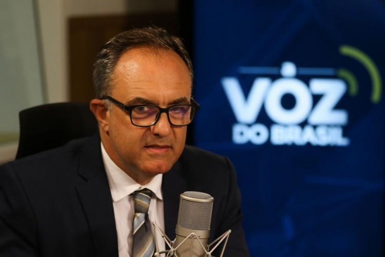 O secretário Nacional dos Direitos da Criança e do Adolescente,Maurício Cunha, participa do programa A Voz do Brasil (Foto: Marcello Casal JrAgencia Brasil)