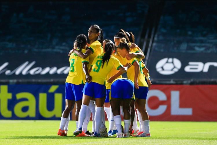 Seleção feminina venceu Rússia por 3 a 0 em último amistoso antes da convocação final para os Jogos Olímpicos.  (Foto: Richard Callis/SPP/CBF)