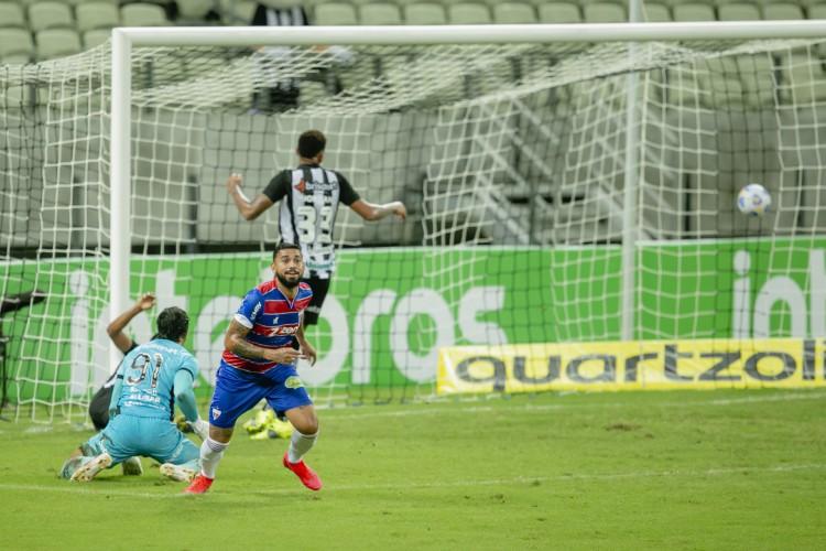 Felipe marcou um dos gols da vitória do Fortaleza sobre o Ceará na Copa do Brasil (Foto: Aurelio Alves)