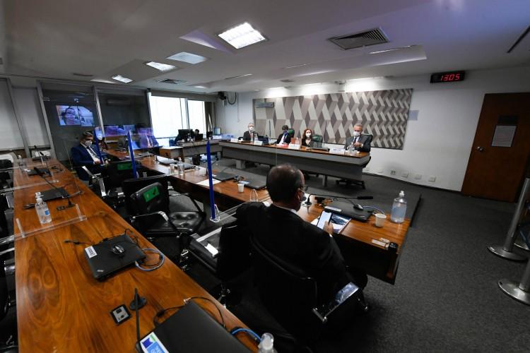 Brasilia em 11 de julho de 2021, Comissão Parlamentar de Inquérito da Pandemia (CPIPANDEMIA) realiza audiência pública interativa para ouvir o depoimento de especialistas convidados a respeito de aspectos técnicos da Covid-19...Os parlamentares requerentes da audiênica, citam a trajetória pública e acadêmica nacional e internacional dos profissionais nas justificativas, afirmando que os cientistas têm condições de esclarecer o país sobre a melhor forma de enfrentamento à pandemia de covid-19...Mesa:.médico sanitarista da Fundação Oswaldo Cruz e ex-presidente da Agência Nacional de Vigilância Sanitária (Anvisa), Cláudio Maierovitch;.vice-presidente da CPIPANDEMIA, senador Randolfe Rodrigues (Rede-AP);.microbiologista e pesquisadora da Universidade de São Paulo (USP), Natalia Pasternak;.relator da CPIPANDEMIA, senador Renan Calheiros (MDB-AL)...Foto: Jefferson Rudy/Agência Senado (Foto: Jefferson Rudy/Agência Senado)