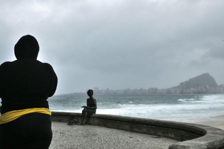 Frente fria chega ao Rio trazendo ressaca, chuva e baixas temperaturas. (Foto: Tânia Rêgo/Agência Brasil)