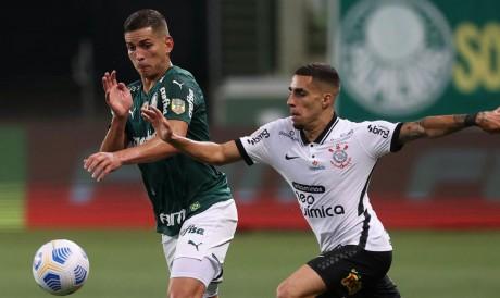 Corinthians e Palmeiras se enfrentam pela Série A do Brasileirão. Veja onde assistir ao vivo à transmissão e qual horário do jogo.